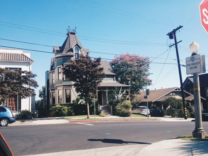 Series tv los angeles charmed Carroll Ave 3